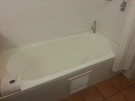 Novotel Twin Waters Resort : Bathtub