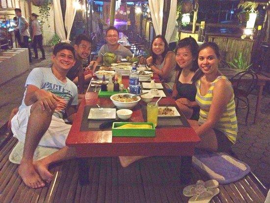 Kawayanan Grill Station: Dinner at kawayanan Grill with new buddies