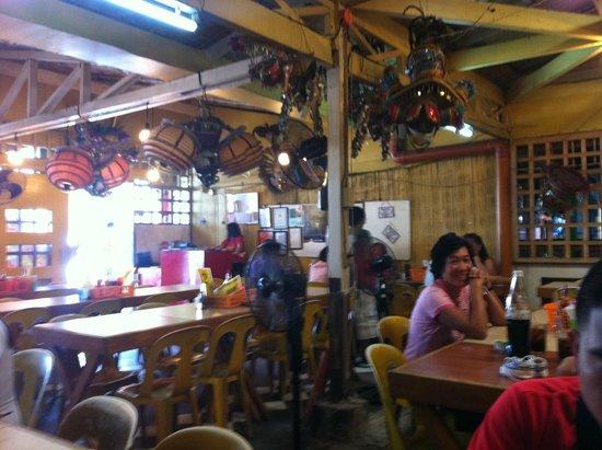 Nena's Beth at Manokan Country : Aida's interior