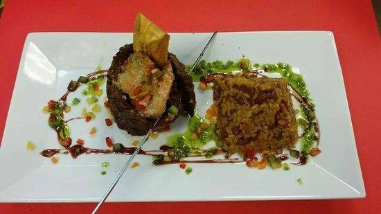 Hotties Bar & Restaurant: Exquisito Menú
