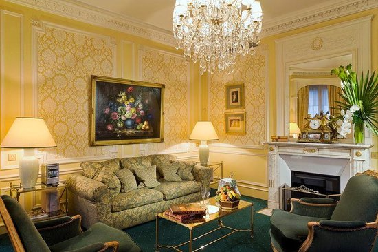 Hotel Westminster: Living room of a suite