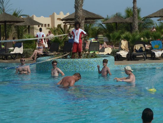 Pool fashion show picture of hotel riu touareg santa for Pool fashion show