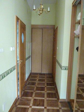 Maltanski Hotel: Hallway in our room