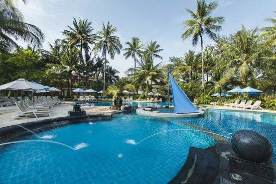 Holiday Inn Resort Phuket: Main wing swimming pool