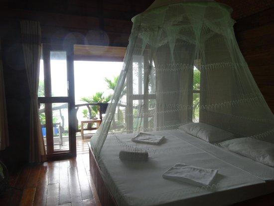 Phi Phi Sunset Bay Resort : The bedroom