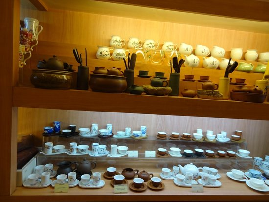 Yixing Xuan Teahouse: The vast array of tea-drinking tools and beautiful tea sets