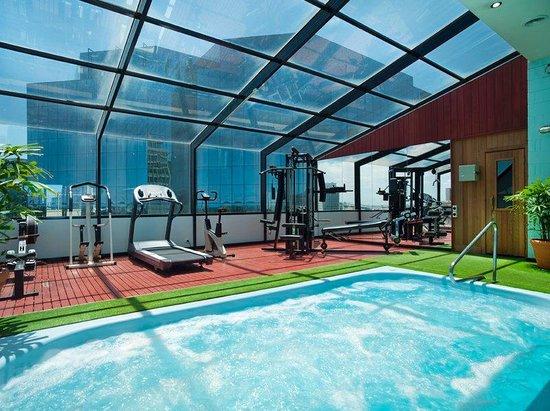 Bayview Eden: Rooftop Healthclub
