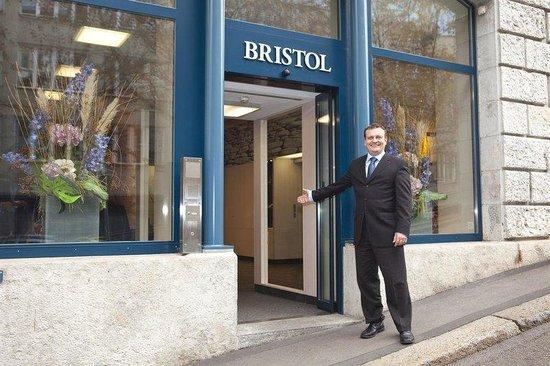 Bristol Hotel Zürich: Entrance