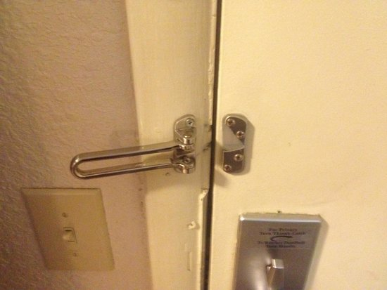 Red Roof Inn Atlanta - Smyrna: No lock on door