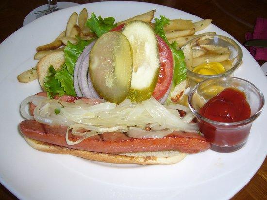 Poipu Bay Grill and Bar: ホットドック