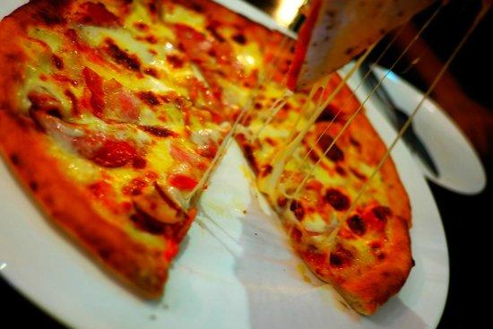 Ranee's Restaurant: Salami Pizza