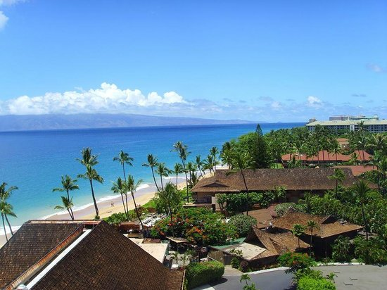 Royal Lahaina Resort : room in the tower has a view
