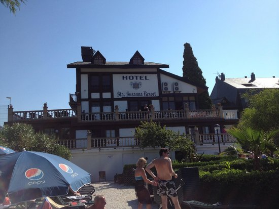 Santa Susanna Resort : View from outside