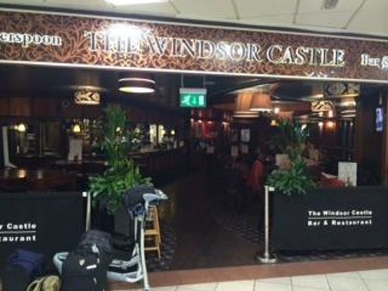 Hounslow, UK: Pub Main Entrance