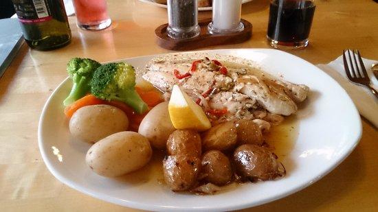 Cruachan Farm Restaurant: Hooftgerecht met vis