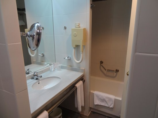 Hotel Alcora SEVILLA : Bathroom