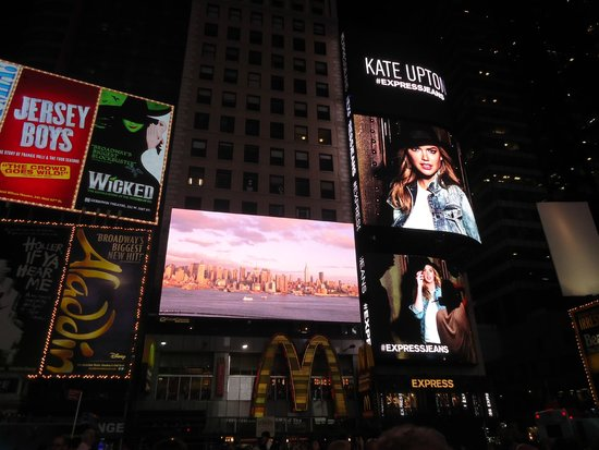 Times Square : The surreal place with glamour..