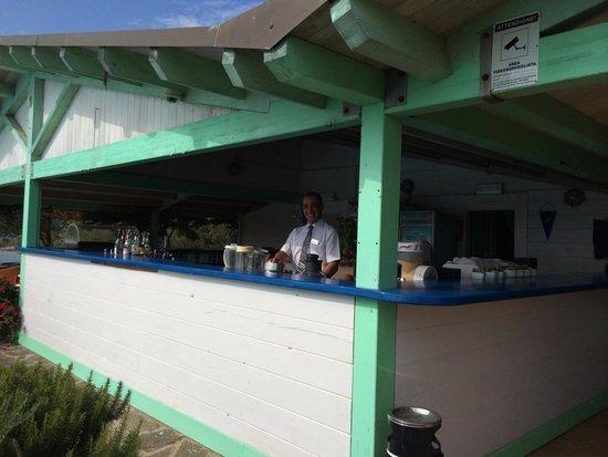 Park Hotel Cala di Lepre & Spa: Bar piscina dove troverete piatti alla brace carne e pesce e (Corrado grande Barman)