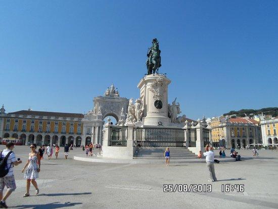 King Jose I statue