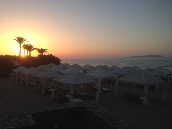 Amirandes, Grecotel Exclusive Resort : Sunset view from the main retaurant balcony