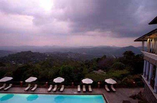 Amaya Hills: Outdoor Swimming Pool