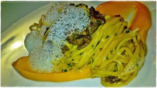 Restaurant Ansitz zum Steinbock: Tagliatelle con ragù di selvaggina e crema di zucca