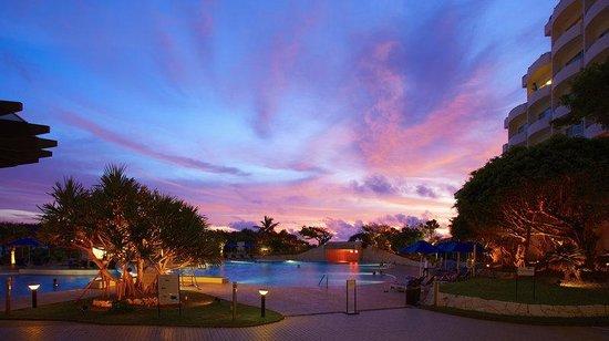 ANA InterContinental Manza Beach Resort: Garden Pool
