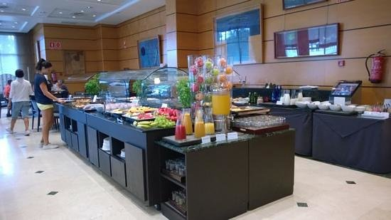 NH Valencia Center: breakfast