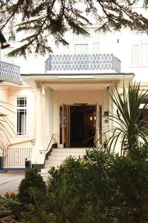 Best Western Hotel Royale: Hotel Exterior