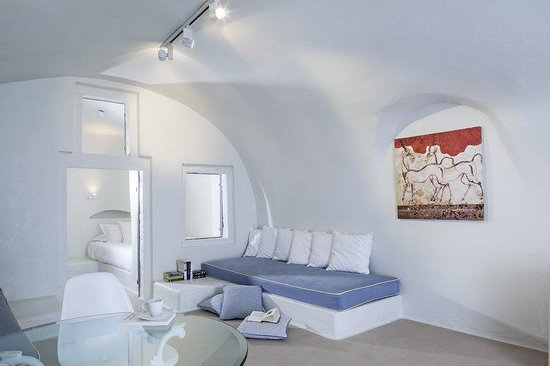 On The Rocks: Guest Room
