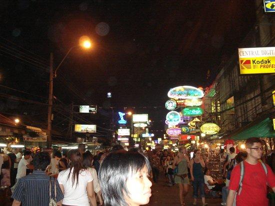 ibis Styles Bangkok Khaosan Viengtai: evening