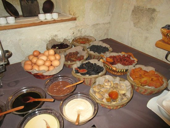 Sultan Cave Suites: Part of the amazing buffet breakfast