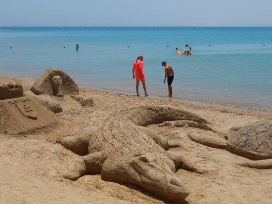 SENTIDO Palm Royale : Sand Sculptures