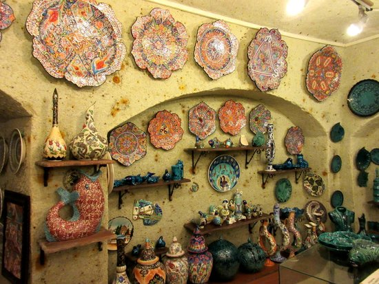Sultan Cave Suites: Amazing pottery near by