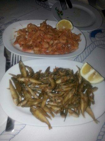 Apotolis Taverna Psaropoula: frittura di gamberetti e pescetti tipici di leros