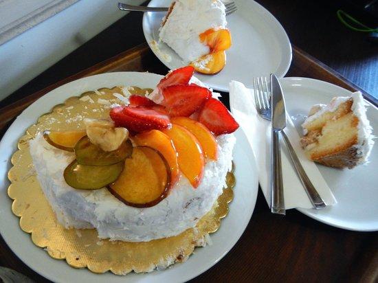 Fresco Cave Suites & Mansions: My Birthday Cake