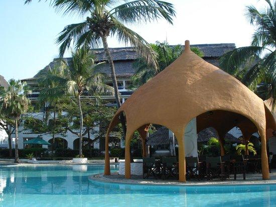 Southern Palms Beach Resort : Maasai grill and pool
