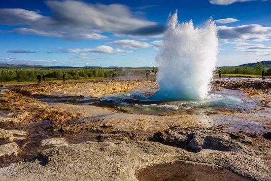 Geysir, Islande : Il geyser esplode