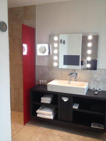 Mainport Hotel: Bathroom