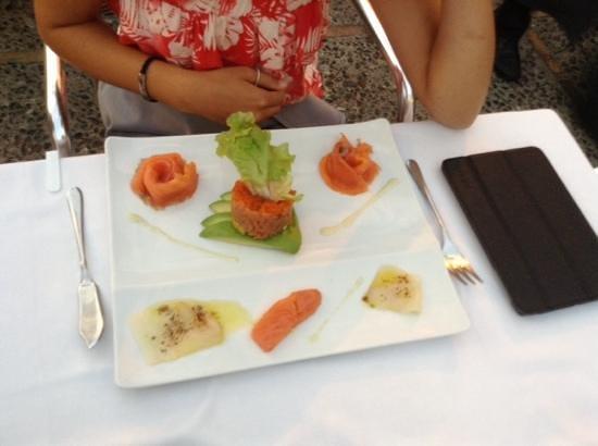 La torre de benahavis: salmon tartare, superb.