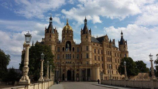 Schwerin Castle (Schweriner Schloss): Schloss Schwerin mit Landesparlament von Mecklenburg-Vorpommern