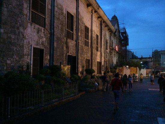 Basilica del Santo Nino: 夜の教会