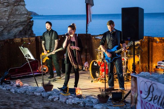 Sams at the Bay: Hitpinch charity gig for bethinspiredus us
