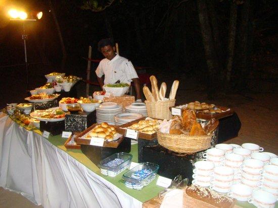 Eden Resort & Spa: dinner on the beach