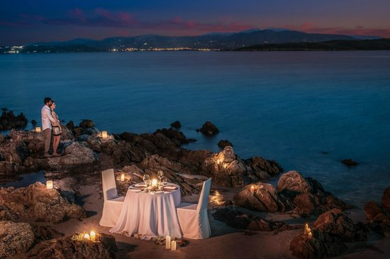 The Pelican Beach Resort & Spa - Adults Only : Dinner under the stars