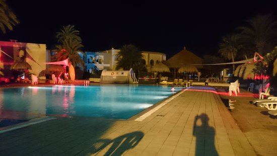 Hotel Cedriana: pool party ��