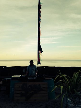 Sams at the Bay: Evening chilled tunes with quenched Plymouth