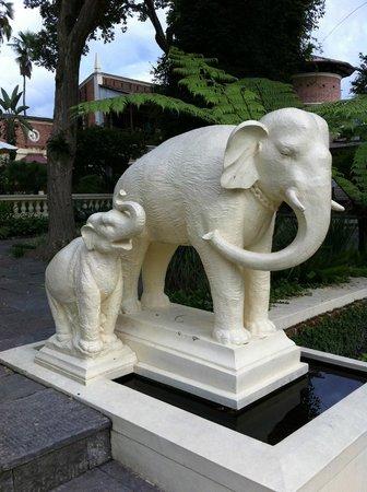 Garden of Dreams : Beautiful statue of elephants