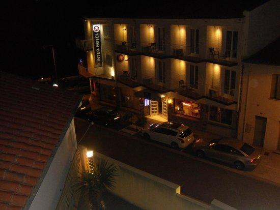 Inter Hotel Le Grillon d'Or: la vue ! le batiment d'en face est la 2eme partie de l'hotel