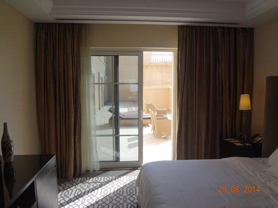 The Westin Dubai Mina Seyahi Beach Resort & Marina: Bedroom and the terrace